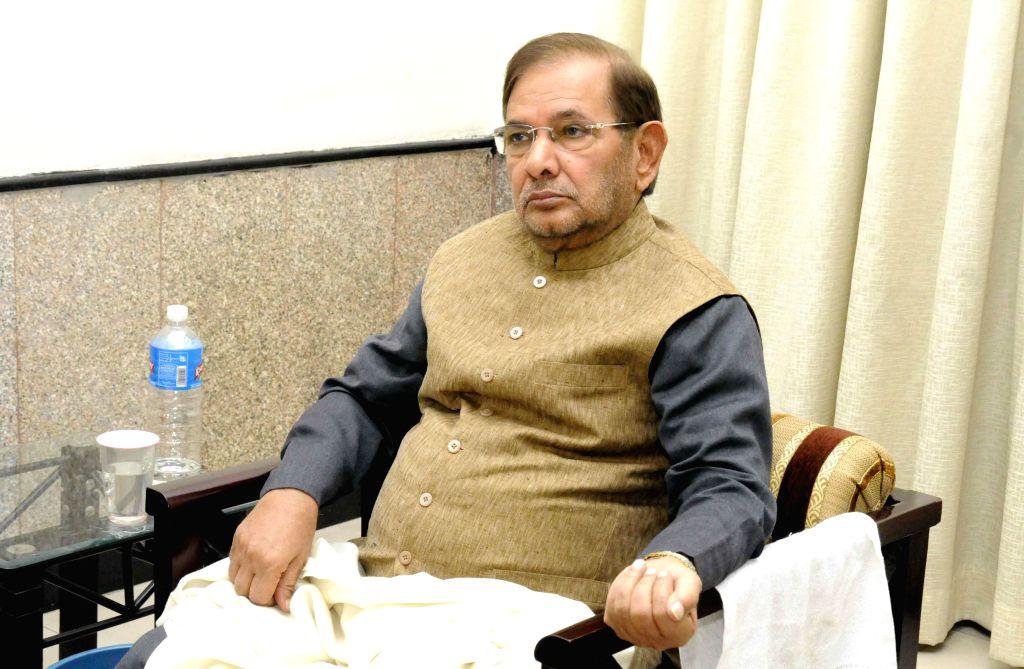 JD (U) chief Sharad Yadav during a meeting with Bihar Chief Minister Jitan Ram Majhi in Patna, on Nov 21, 2014. - Jitan Ram Majhi and Sharad Yadav