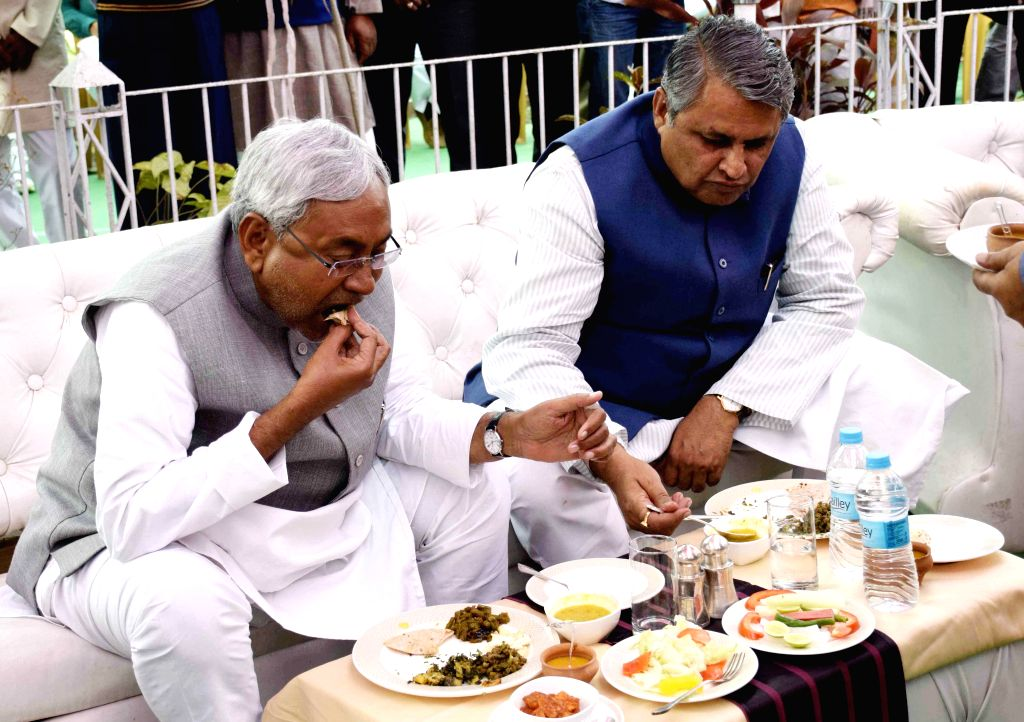 JD(U) leader Nitish Kumar during a lunch organised at RJD Legislature Party leader Abdul Bari Siddiqui's residence in Patna, on Feb 18, 2015.