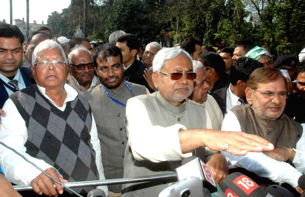 (L-R) RJD supremo Lalu Prasad Yadav, JD (U) leader Nitish Kumar and JD (U) chief Sharad Yadav address press after meeting Bihar Governor Keshari Nath Tripathi in Patna, on Feb 9, 2015. - Lalu Prasad Yadav, Nitish Kumar and Keshari Nath Tripathi
