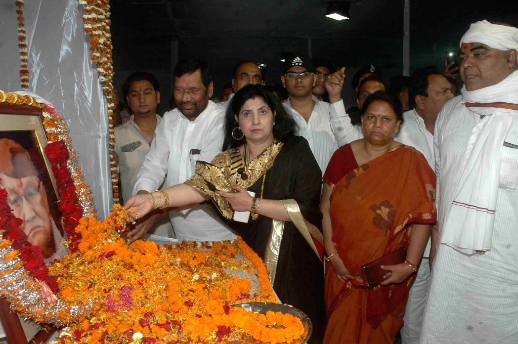 LJP chief and Union Minister for Consumer Affairs, Food and Public Distribution Ramvilas Paswan pays tribute to former Bihar chief minister Ram Sundar Das during a programme in Patna, on March ...