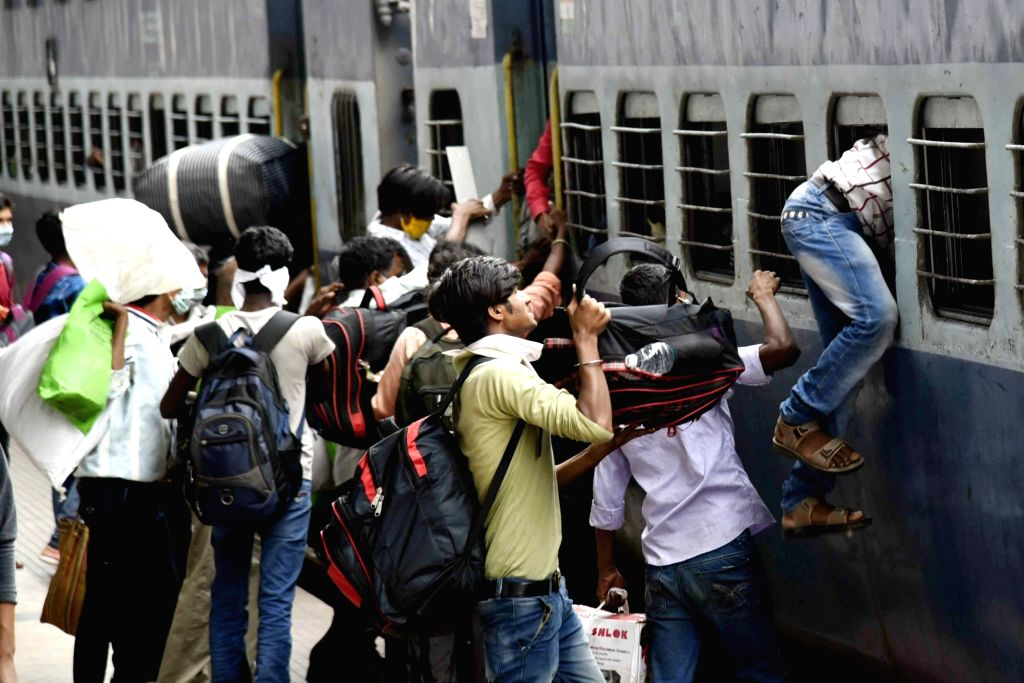 Patna: Migrant workers arrive at Patna's Danapur railway station to return to their home states during the fourth phase of the nationwide lockdown imposed to mitigate the spread of coronavirus, on May 21, 2020. (Photo: IANS)