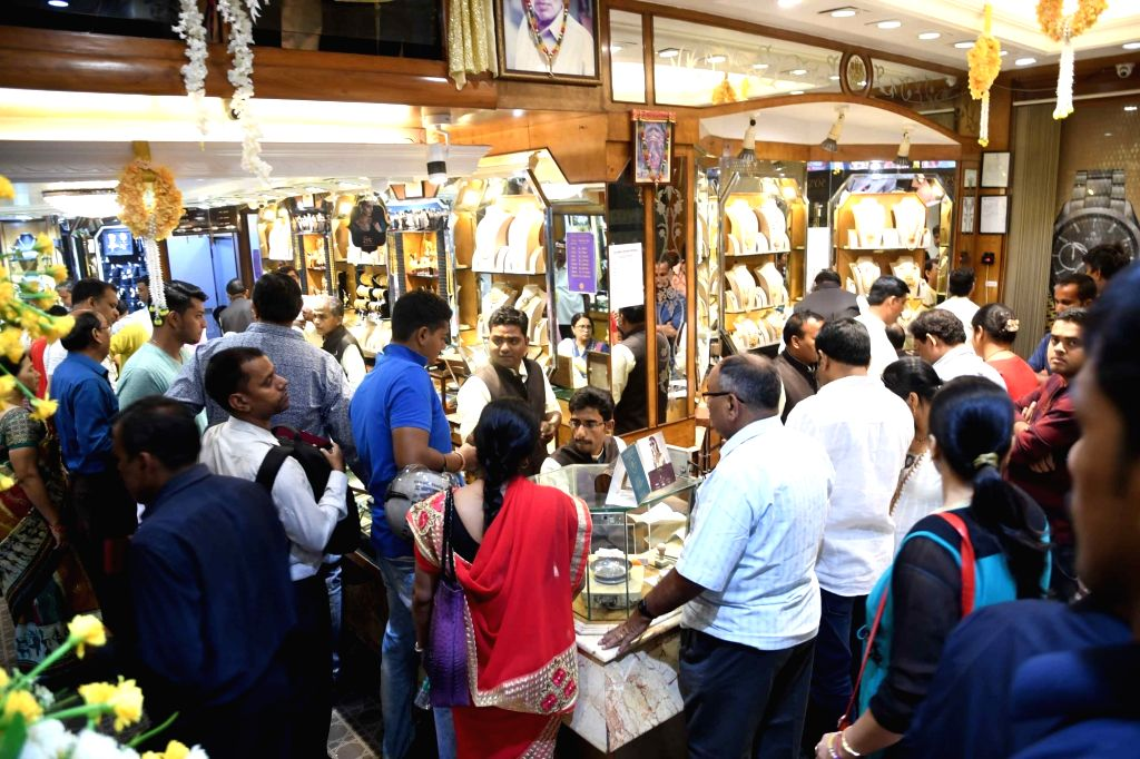 Patna: People busy buying jewelry at a jewelry store on the occasion of Dhanteras in Patna on Nov 5, 2018. (Photo: IANS)