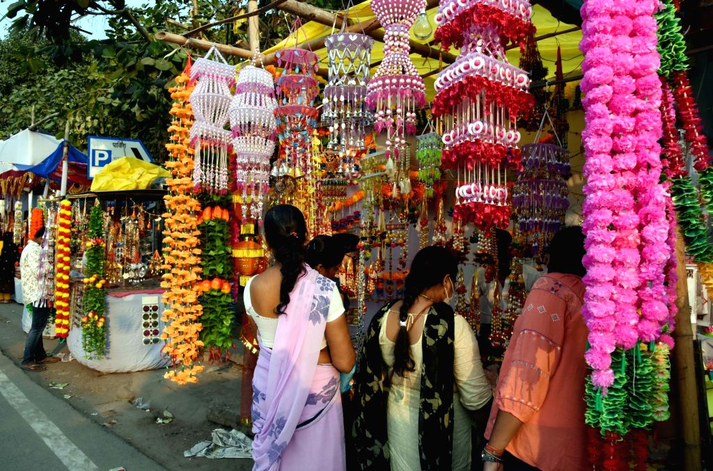 Patna: People busy shopping for Diwali on the eve of the festival, in Patna on Nov 13, 2020. (Photo: IANS)
