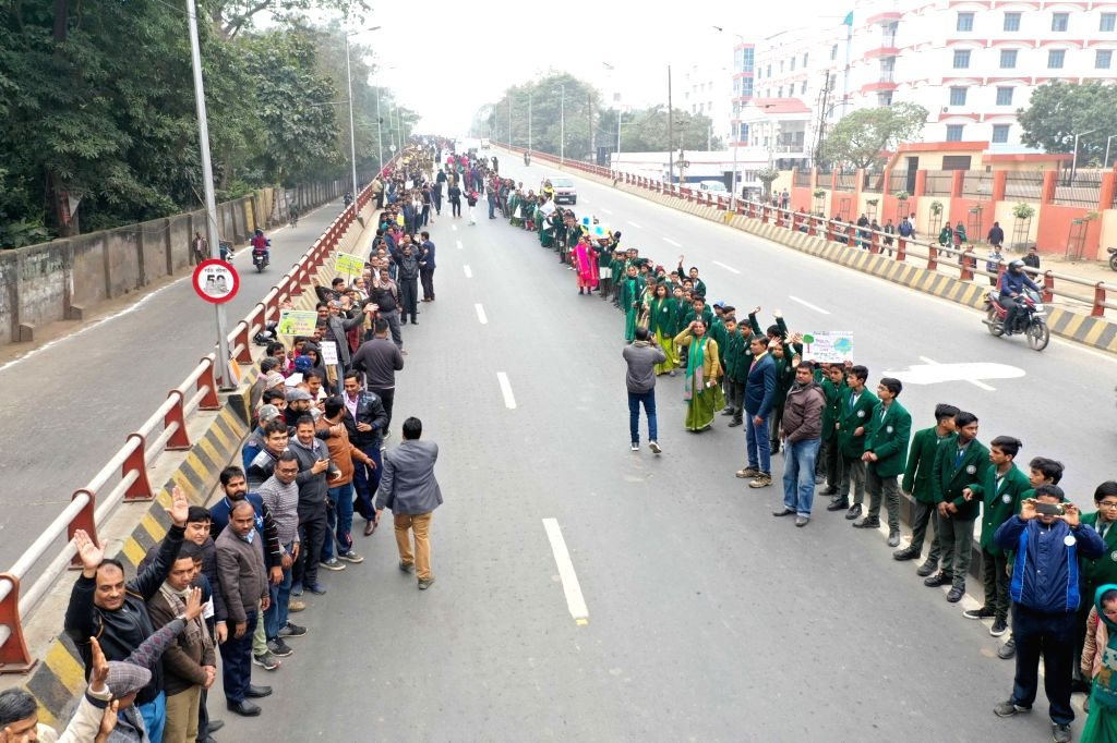Patna: People form a human chain to extend support to 'Jal Jeevan Hariyali' campaign and Drug rehabilitation and to oppose child marriage and dowry, in Patna on Jan 19, 2020. (Photo: IANS)