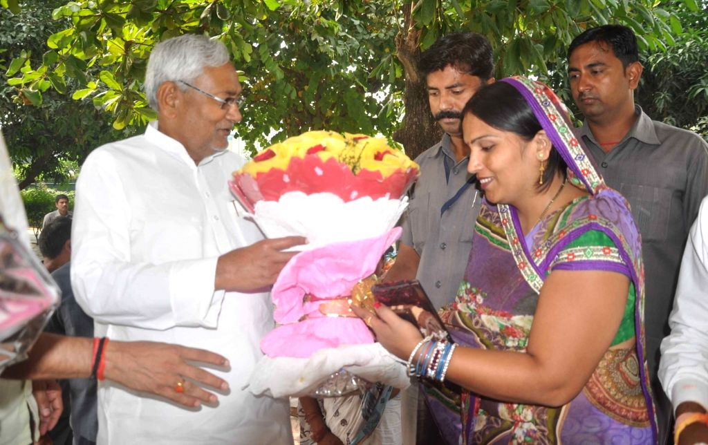:Patna: People greet JD (U) leader Nitish Kumar for the victory of the Grand Alliance in the recently concluded Bihar assembly polls  in Patna, on Nov 10, 2015. (Photo: IANS). - Nitish Kumar