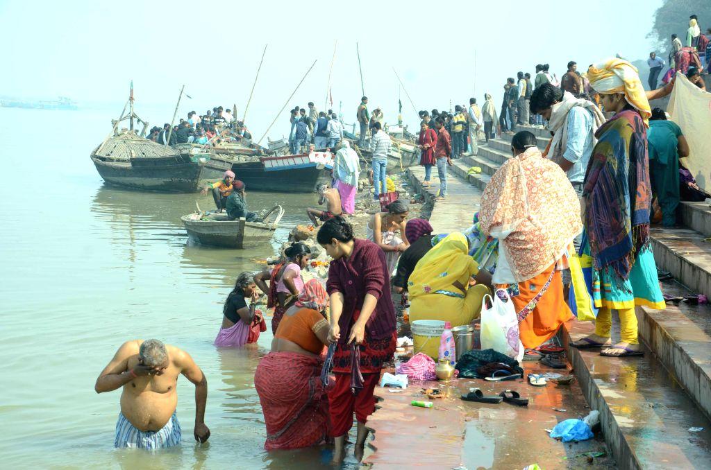People take holy dip in the Ganga river on Makar Sankranti in Patna, on Jan 14, 2015.