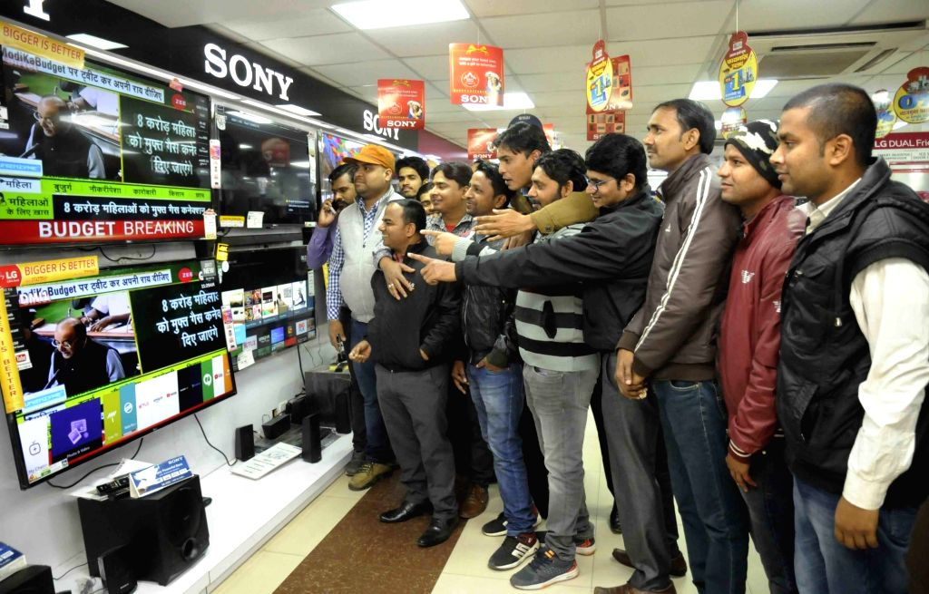 :Patna: People watch the telecast of the presentation of Budget 2018-19 at a TV showroom in Patna on Feb 1, 2018. (Photo: IANS).