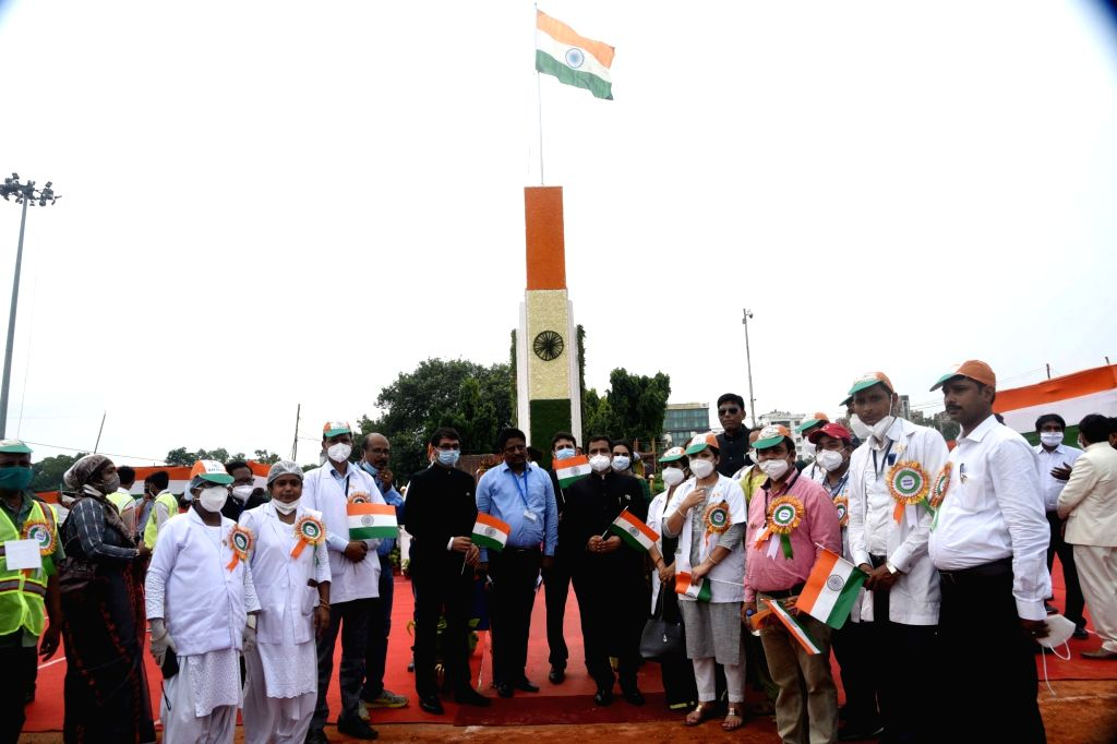 Patna Police Commissioner Sanjay Agrawal with Corona warriors during 74th Independence Day celebrations at Gandhi Maidan in Patna on Aug 15, 2020.