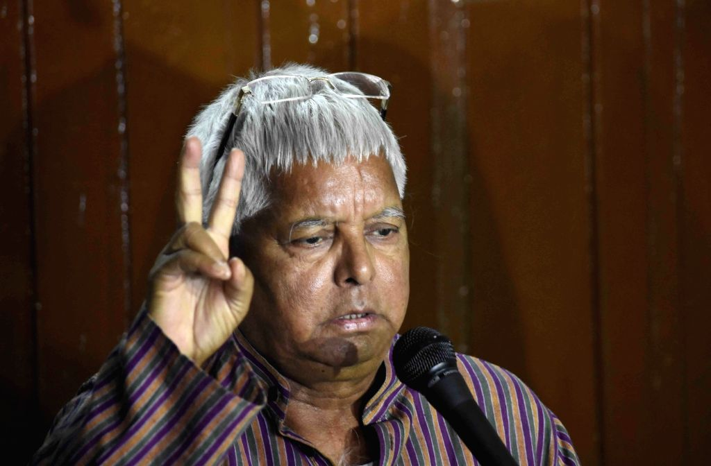 :Patna: RJD leader Lalu Prasad Yadav addresses a press conference in Patna, on Nov 3, 2015. (Photo: IANS). - Nitish Kumar and Ashwani Kumar Choubey