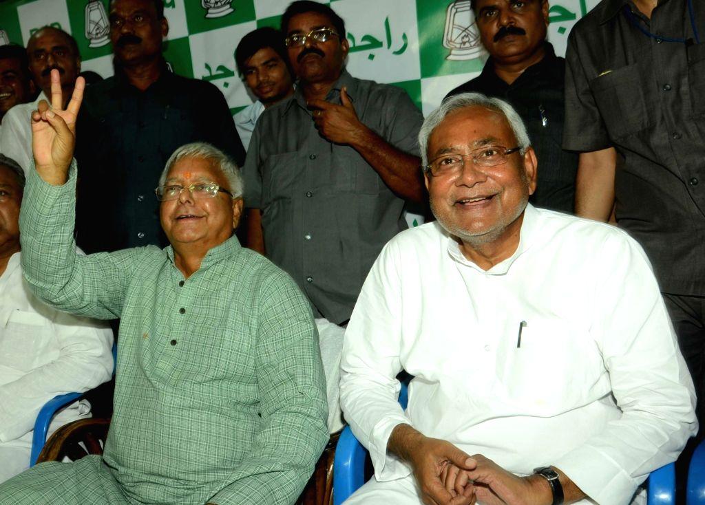 :Patna: RJD leader Lalu Prasad Yadav and JD(U) leader Nitish Kumar address a press conference in Patna on Nov 8, 2015. (Photo: IANS). - Nitish Kumar