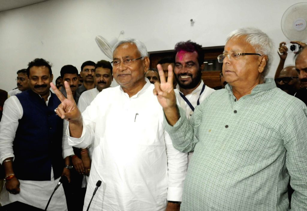 : Patna: RJD leader Lalu Prasad Yadav and JD(U) leader Nitish Kumar during a press conference in Patna on Nov 8, 2015. (Photo: IANS). - Nitish Kumar and Narendra Modi