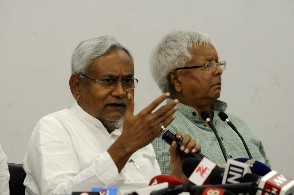 :Patna: RJD leader Lalu Prasad Yadav and JD(U) leader Nitish Kumar during a press conference in Patna on Nov 8, 2015. (Photo: IANS). - Nitish Kumar
