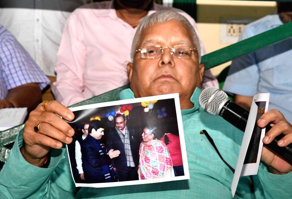 Patna : RJD leader Lalu Prasad Yadav during a press conference in Patna on Aug 12, 2017. - Lalu Prasad Yadav