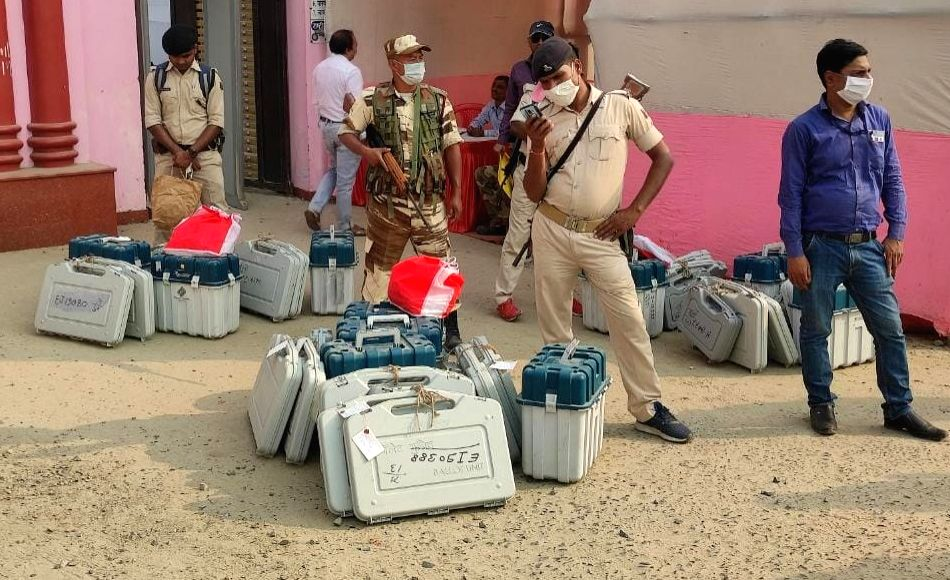 Patna: Security personnel leave for their respective polling stations for election duty after collecting EVMs and other election material on the eve of the third and the last phase of Bihar Assembly elections, in Patna on Nov 6, 2020. (Photo: IANS)