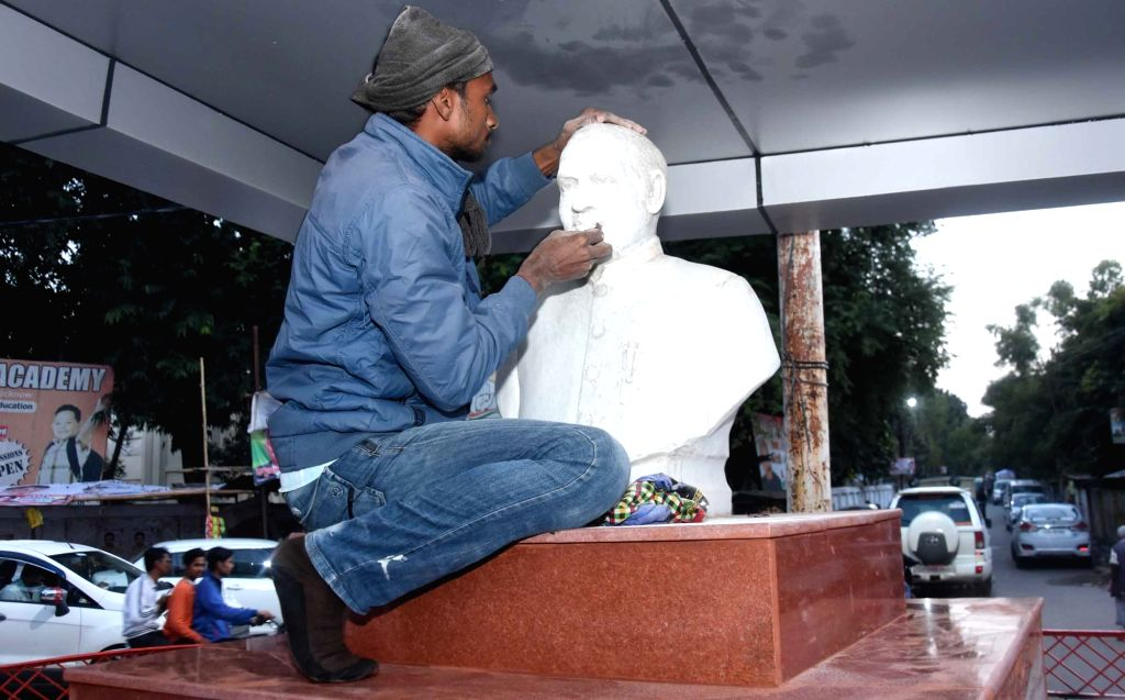 Patna: Statue of Former Prime Minister Rajiv Gandhi gets a face lift in Lucknow. As hectic preparations are underway at the Uttar Pradesh Congress Committee (UPCC) office in the posh Mall ... - Rajiv Gandhi and Priyanka Gandhi Vadr