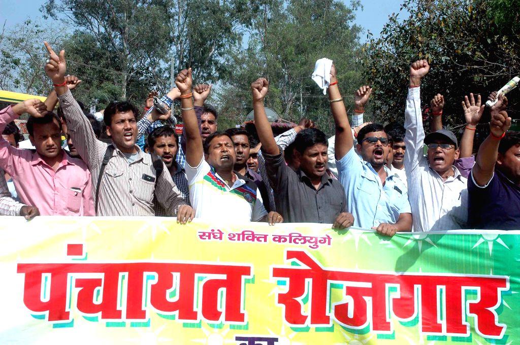 The members of Bihar Panchayat Rojgar Sevak Sangh stage a demonstration in Patna on April 6, 2015.