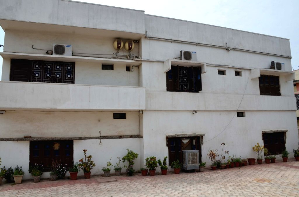 Patna: The National Investigation Agency (NIA) carries out raids at the residence of a Lok Janshakti Party (LJP) leader Hulas Pandey in an alleged Munger arms case in Patna on June 20, 2019. 22 AK-47 rifles smuggled from the Central Ordnance Depot in - Pandey