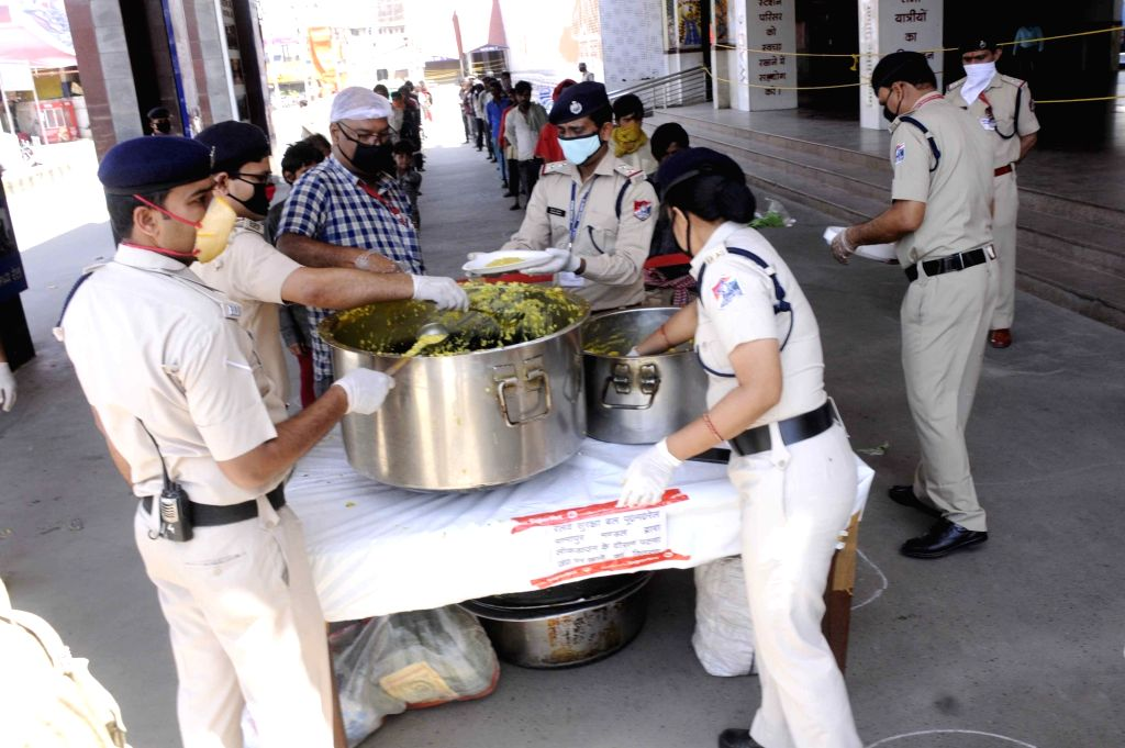 Patna: The Railway Protection Force (RPF) personnel distribute food among the poor, needy and homeless on Day 6 of the 21-day nationwide lockdown imposed to contain the spread of coronavirus, at the Patna Junction Railway Station on March 30, 2020. (