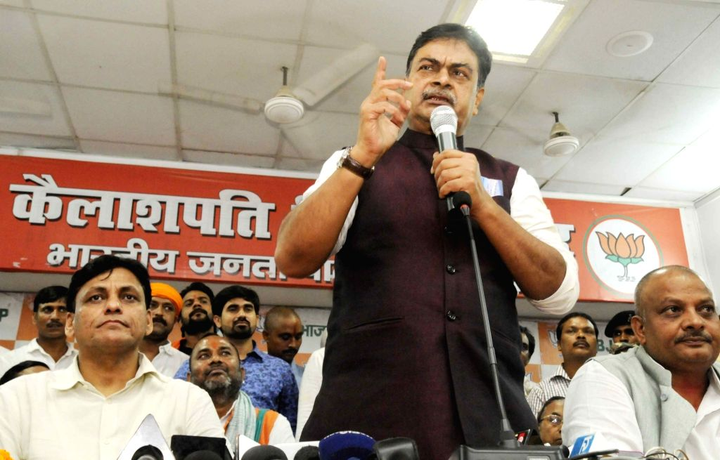 Patna: Union MoS Power and New and Renewable Energy RK Singh addresses during a press conference in Patna on Sept 18, 2017. (Photo: IANS)