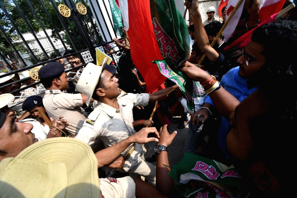 Patna University students clash with security personnel during their demonstration over various demands during the ongoing annual meeting of Patna University senate, on Nov 14, 2019.