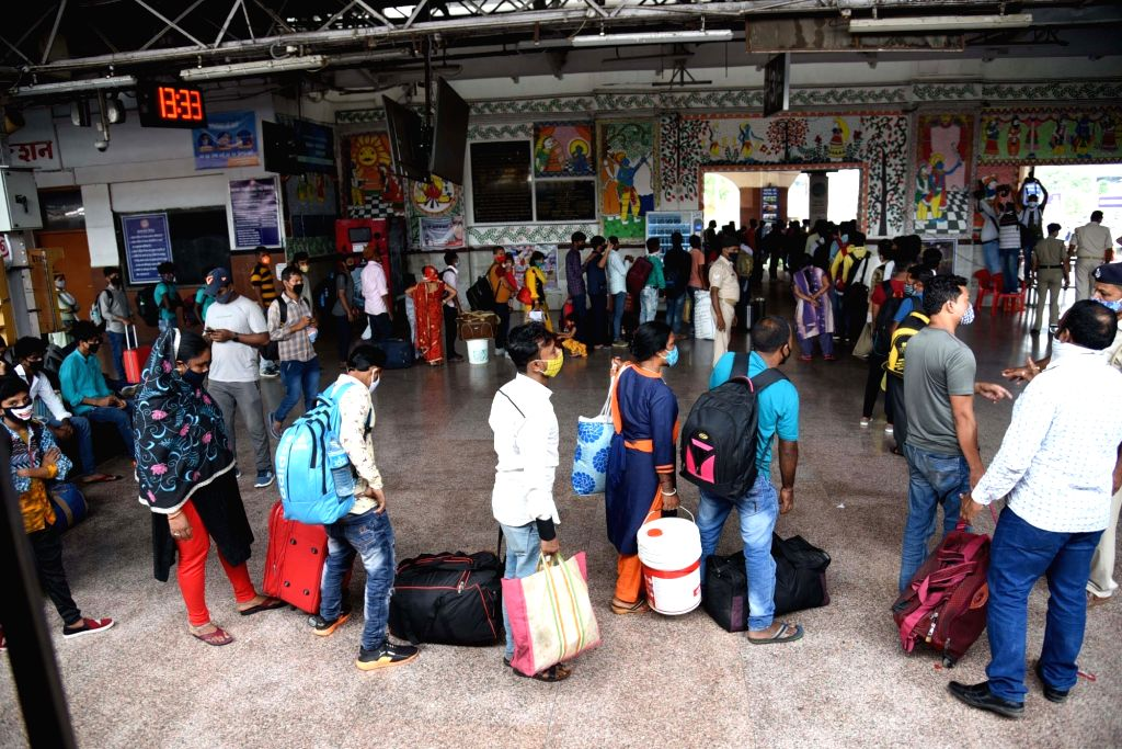 Patna : Wait in line for Patna Junction per passenger Covid- 19 test in Patna on Wednesday, 26 May, 2021.