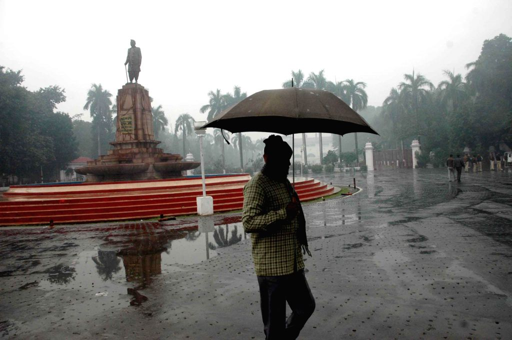 Winter rains lash Patna, on Jan 2, 2015.
