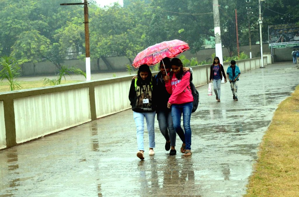 Patna witnesses rains, on Dec 13, 2019. (Photo: IANS)