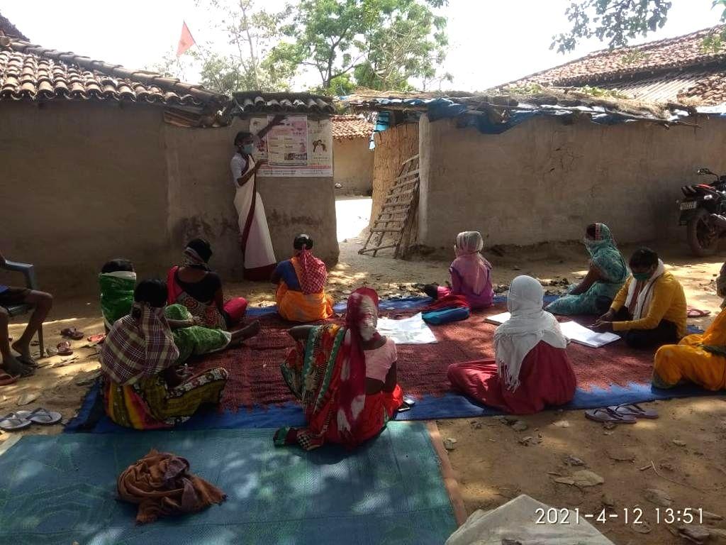 patna : Women of Jharkhand are awakening the corona vaccination.