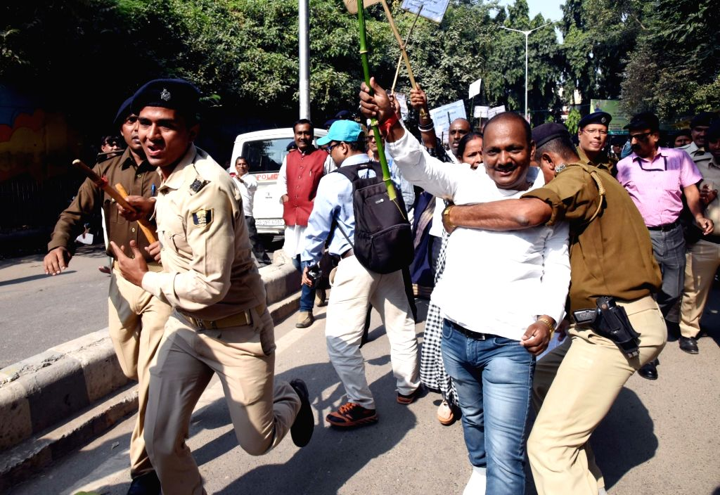 Patna Zila Parishad employees clash with police during their protest march from Zila Parishad office to Raj Bhavan in Patna on Nov 15, 2019.