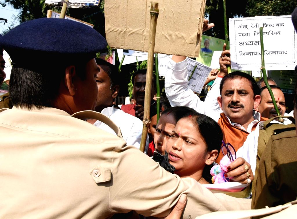Patna Zila Parishad employees led by their chief Anju Devi, clash with police during their protest march from Zila Parishad office to Raj Bhavan to press for their various demands, in Patna on Nov ...