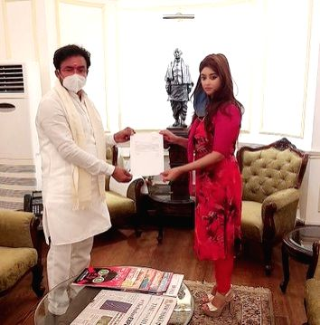 Payal Ghosh meets MoS Home about sexual assault case - Payal Ghosh