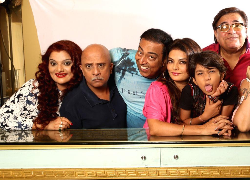 Payal Goga Kapoor,Rajesh Puri,Vindu Dara Singh,Sheeba,Akashdeep in Hindi Comedy Play 'Golmaal-The Play'. - Payal Goga Kapoor and Vindu Dara Singh