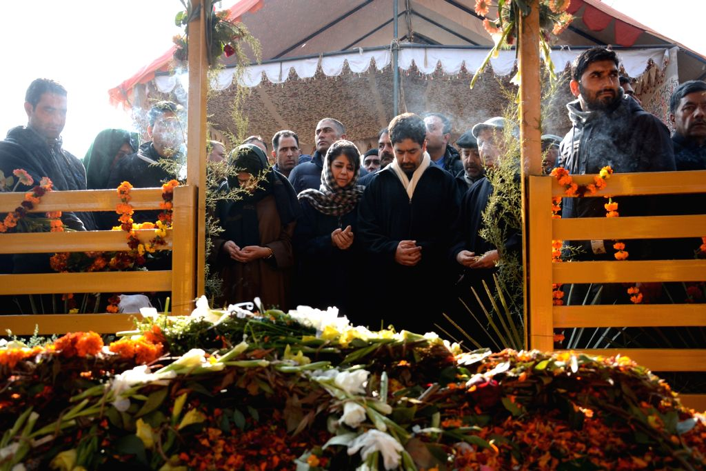 PDP chief Mehbooba Mufti during the Fateha of her father Mufti Mohammad Sayeed at Dara Shikov Park in Anantnag's Bijbehara town on Jan 15, 2016. - Mehbooba Mufti
