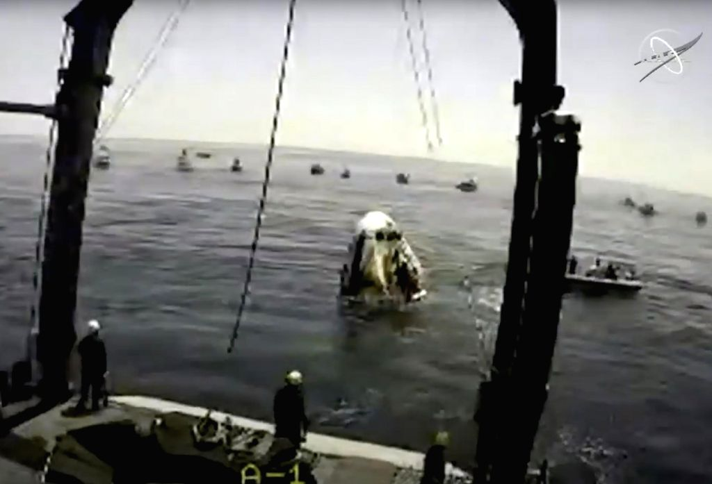 """Pensacola (U.S.), Aug. 2, 2020 In the frame grab from NASA TV, the SpaceX Crew Dragon """"Endeavour"""" spacecraft is hoisted from the Gulf of Mexico onto the deck of the SpaceX ..."""