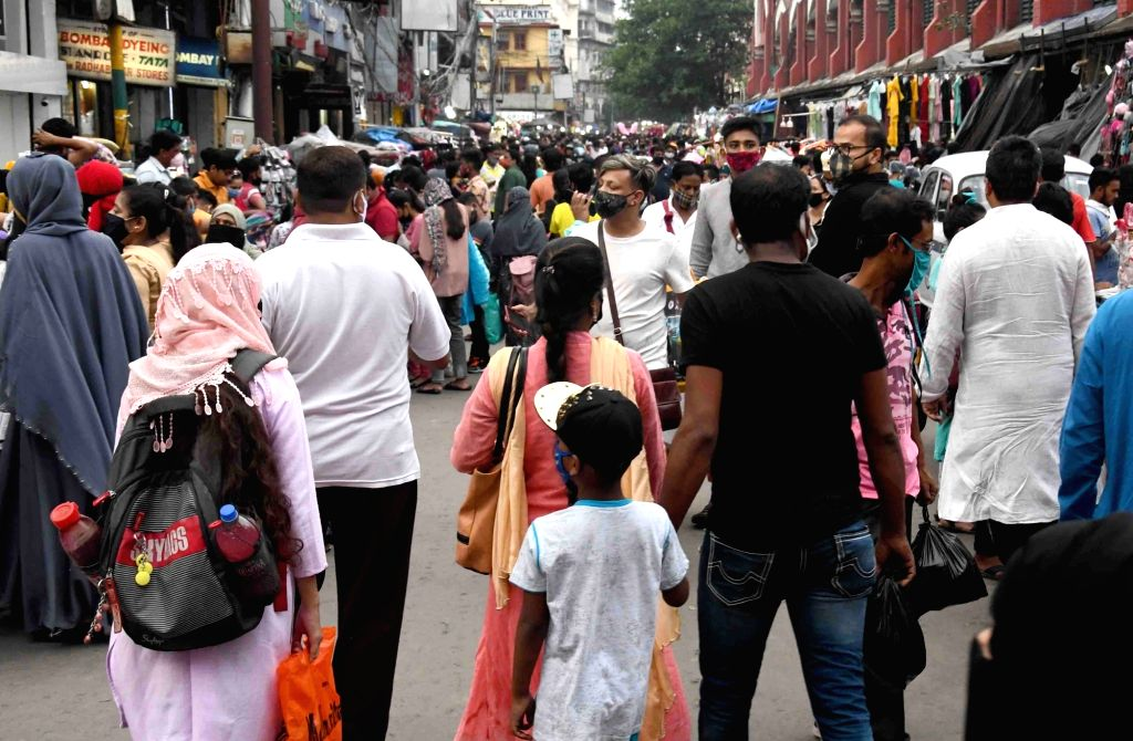 People are busy shopping at the market ahead of Eid al-Fitr festival in Kolkata 13 May, 2021.