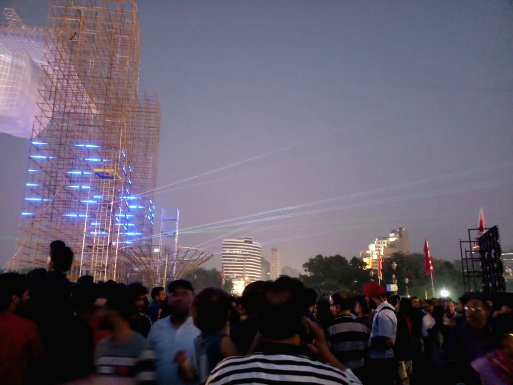 People attend the mega laser show as part of the community Diwali celebrations at Central Park of Canaught Place in New Delhi on Oct 27, 2019.