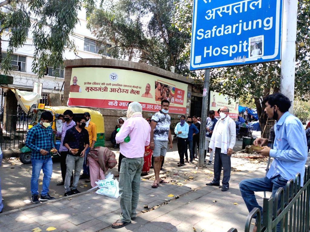 People being distributed food outside Delhi's Safdarjung Hospital on Day 6 of the 21-day nationwide lockdown imposed to contain the spread of coronavirus, on March 30, 2020.