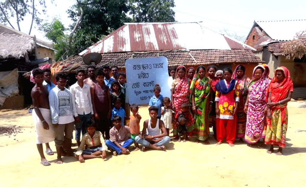 People boycott the ongoing 2019 Lok Sabha polls to protest against lack of development in Purulia's Purru village on May 12, 2019.