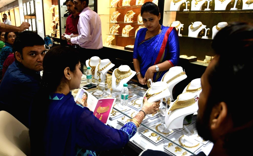 "People busy buying jewellery on ""Dhanteras"" in New Delhi on Oct 28, 2016."