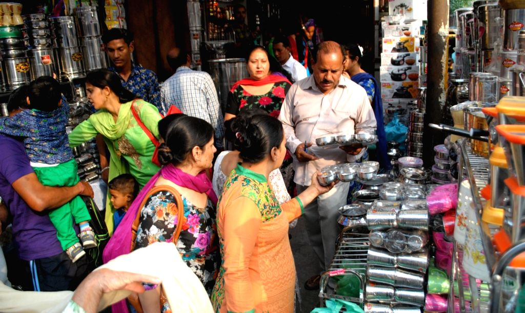 """People busy purchasing utensils on """"Dhanteras"""" in Amritsar on Oct 28, 2016."""