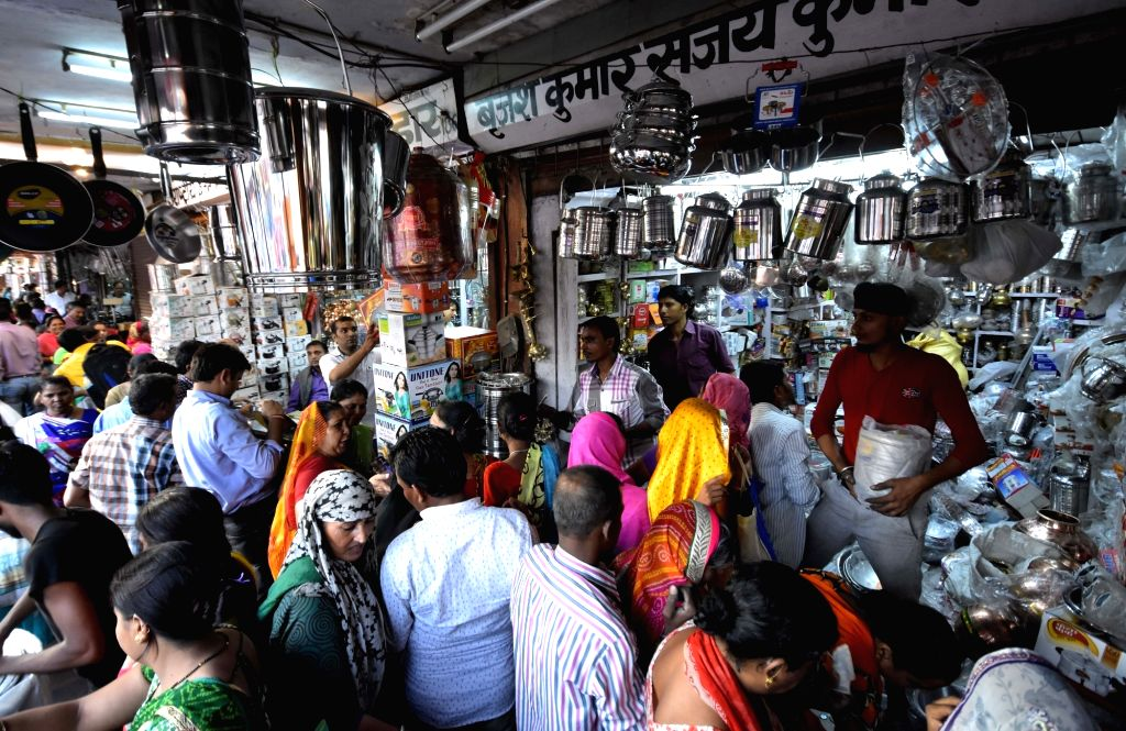 """People busy purchasing utensils on """"Dhanteras"""" in Jaipur on Oct 28, 2016."""
