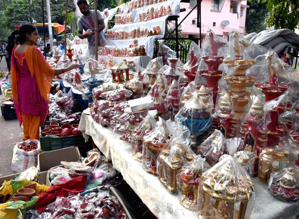 People busy shopping ahead of Diwali at Sarojini Nagar in New Delhi on Oct 27, 2016.