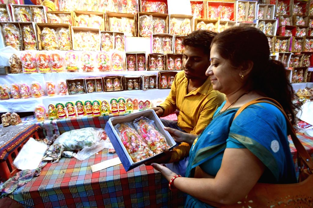 People busy shopping at a market ahead of Diwali in Patna, on Nov 5, 2018.