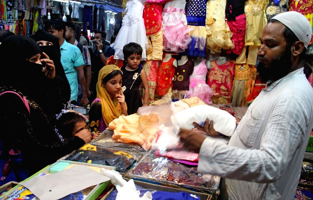 People busy shopping on the eve of Eid-ul-Adha in Kolkata on Aug 11, 2019.