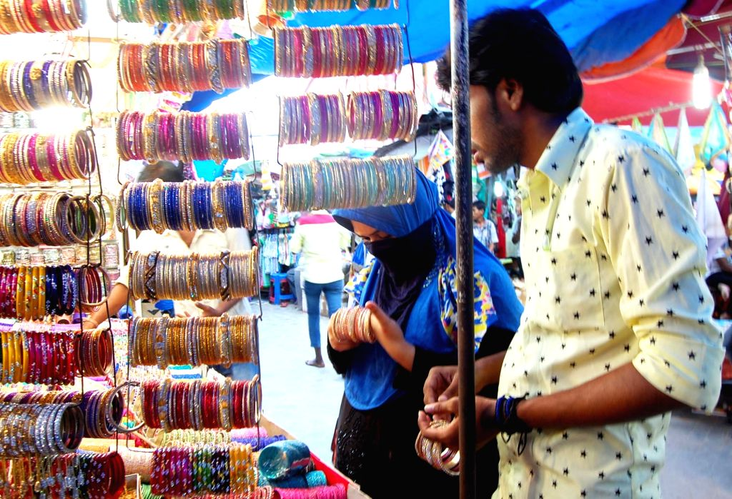 People busy with Eid shopping in Kolkata on Kuly 4, 2016.
