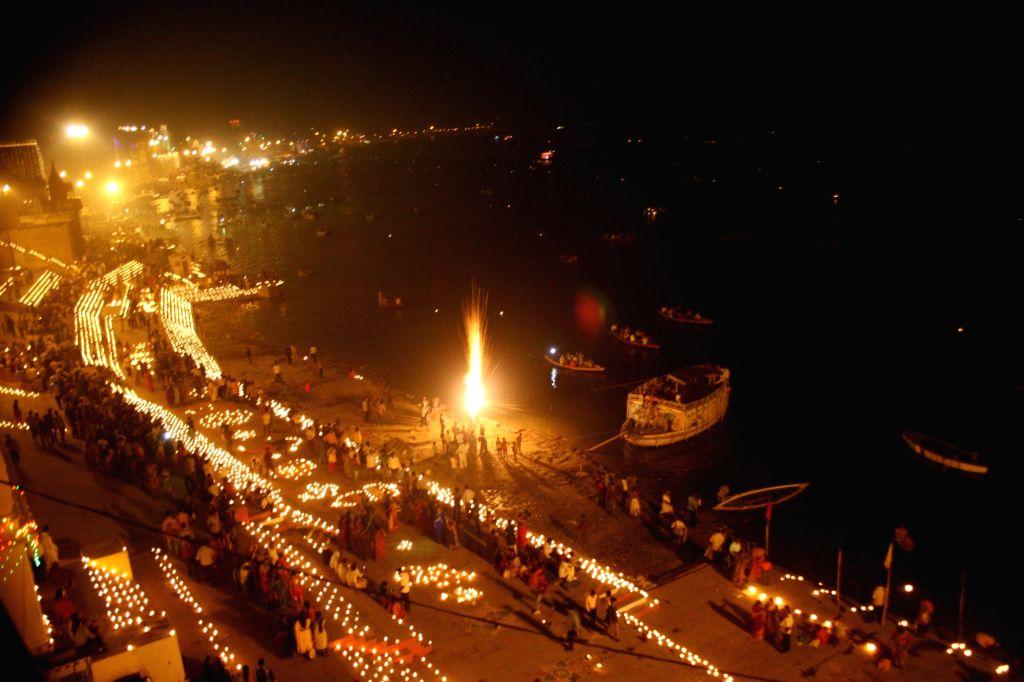 People celebrate Dev Deepawali on Kartik Poornima in Varanasi on Nov 14, 2016.