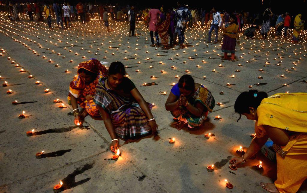 People celebrate Dev Deepawali on Kartik Poornima at Nimtala Ghat in Kolkata on Nov 14, 2016.