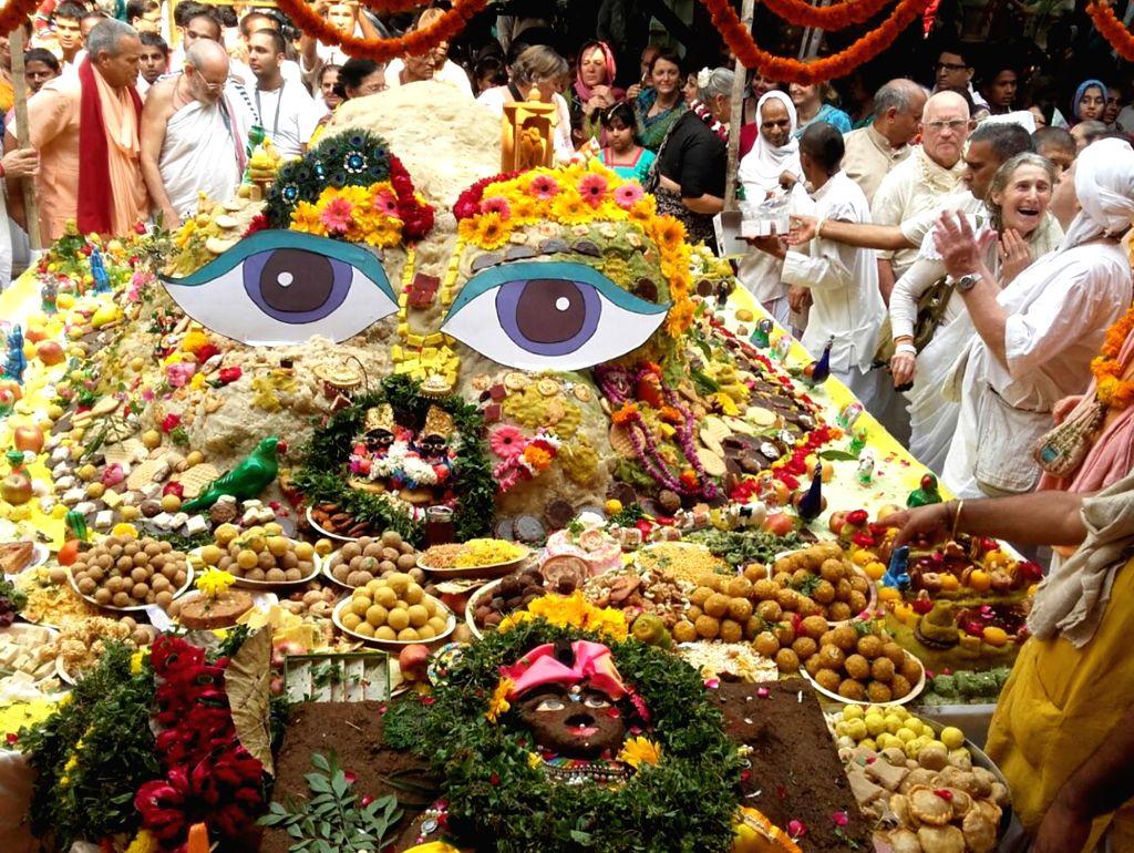 People celebrate Govardhan Puja in Mathura on Oct 31, 2016.