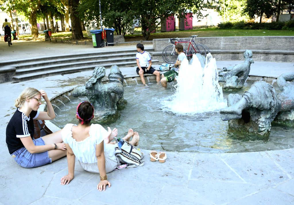 People cool off at a fountain near Alte Oper in Frankfurt, Germany, July 31, 2020. The highest temperature in Frankfurt reached 35 degrees Celsius on Friday.