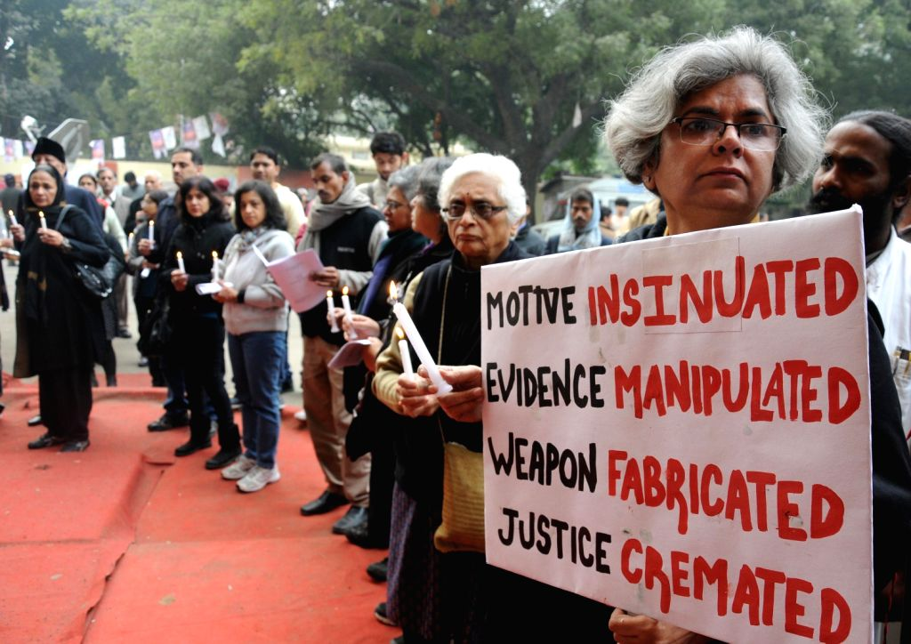 People demand justice in the sensational Aarushi-Hemraj double murder case at Jantar Mantar in New Delhi on Dec.22, 2013.